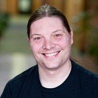 Derrick Schneider - ведущий инженер