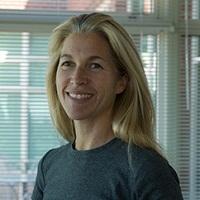 Lucy Bradshaw - вице-президент Maxis