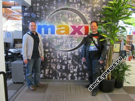 В холле Maxis